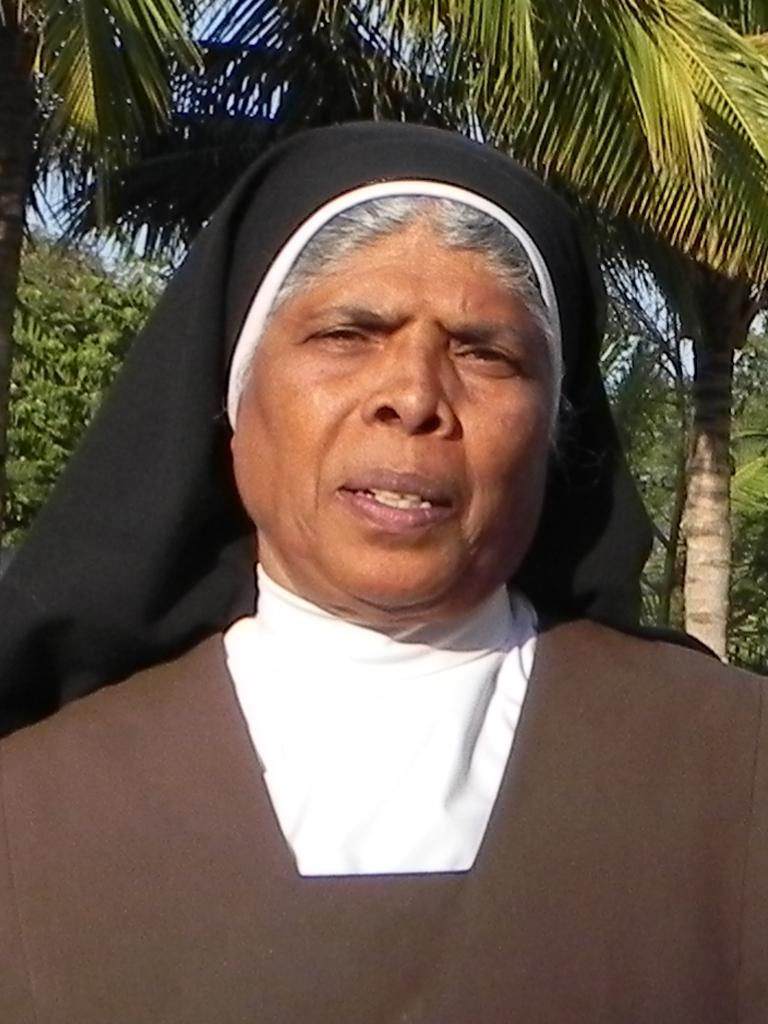 1x1_indien_portrait_sister_dulia_00