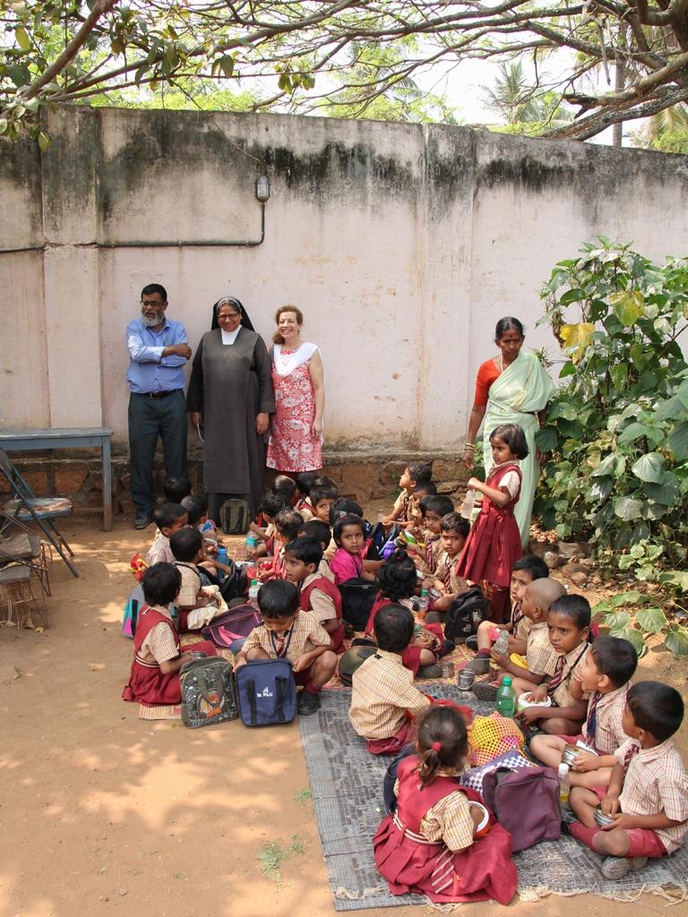 1x1_indien_kindergarten_agha_mittagspause_00