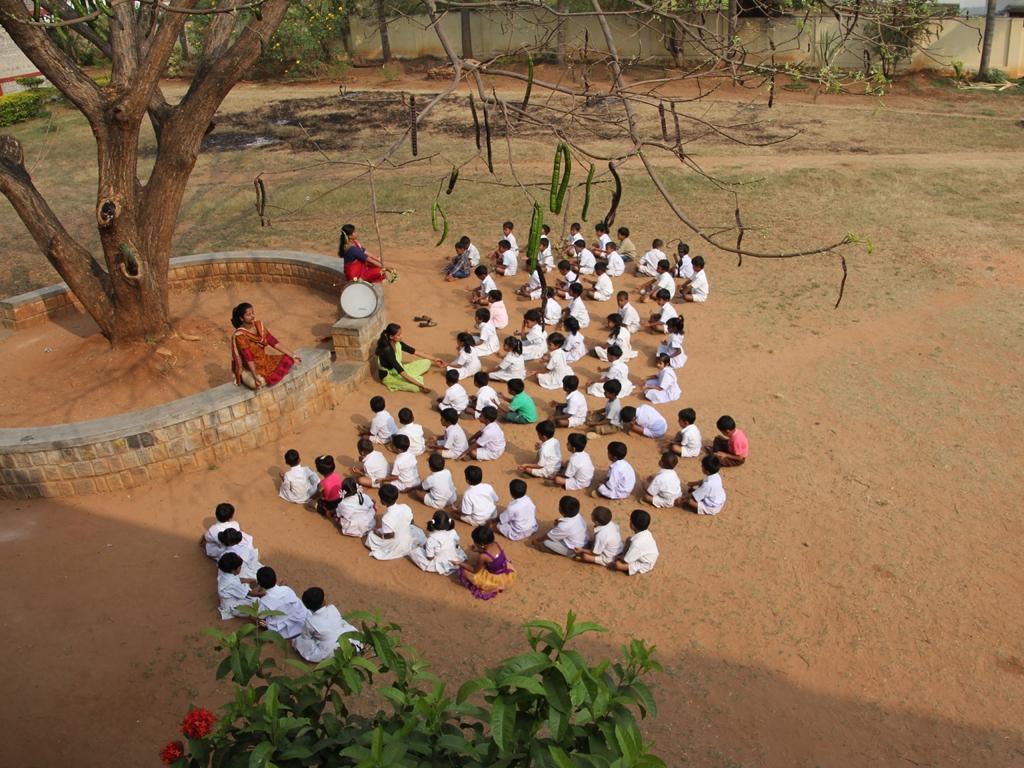 1x1_indien_kindergaertner_meditation_00