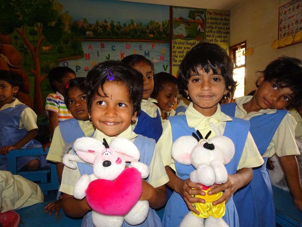 1x1_indien_kindergarten_geschenke_03