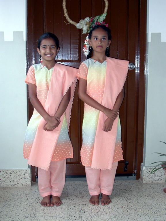 1x1_tailoring_produce_punjabi_ashwini_twins_00